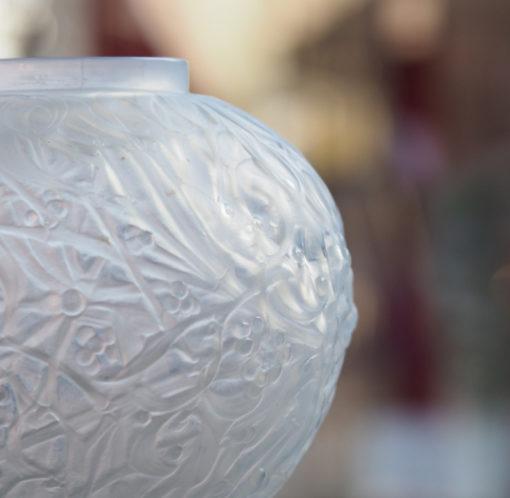 Vase René Lalique Gui Opalescent Patiné Galerie Maxime Marché Vernaison